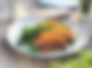 Grillribbe med grønnkål og bønnesalat
