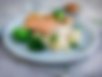 Laksefilet med saltkokte poteter