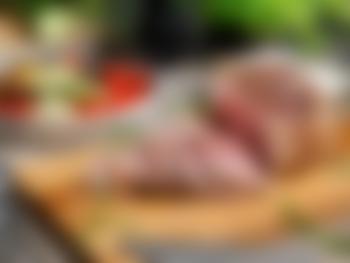 Lammestek med middelhavsgrønnsaker og tzatziki