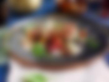 Reinsdyrfilet med bakte beter, sopp og spinatsaus