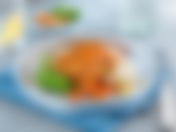 Honning- og chipotlemarinert torskefilet med potetmos, appelsinkokte gulrøtter og ertepuré