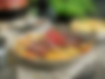 Surret oksestek med rotgrønnsaker