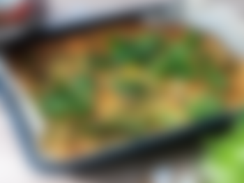 Pannekake i langpanne med grønnkål og cherrytomater