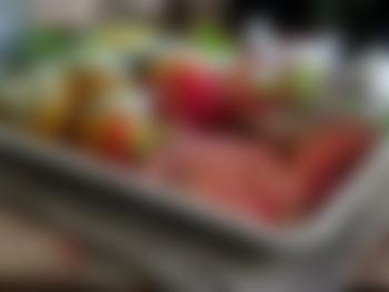 Helstekt ytrefilet med hasselbackpoteter og syltet rødløk