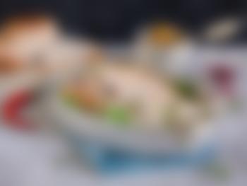 Svinestek med chimichurri, granateple og pak choy