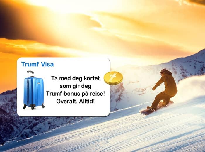 Person som står på snowboard i solnedgang, med en illustrasjon av et kort med bilde av en koffert og en mynt