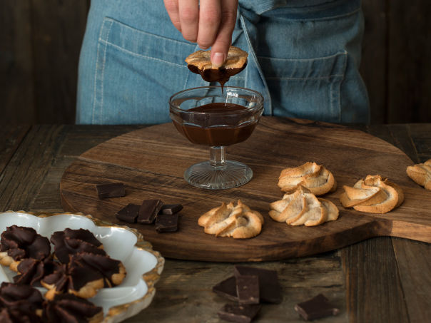 Kransekaketopper med smeltet sjokolade