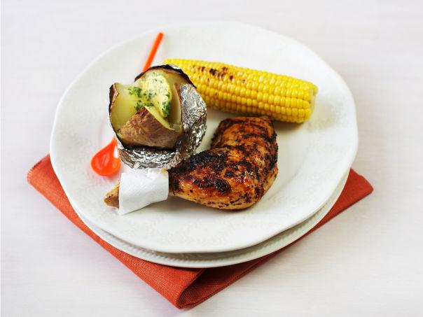 Marinerte kyllinglår med maiskolber og bakt potet