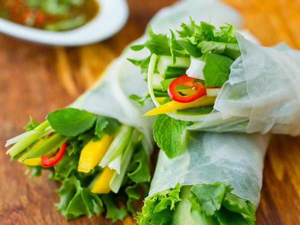 Grønnsaksruller med ingefær- og chilidipp