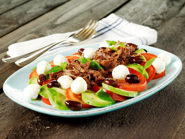 Pulled beef med salat caprese