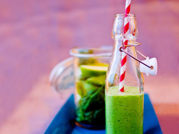 Grønn smoothie med spinat og eple