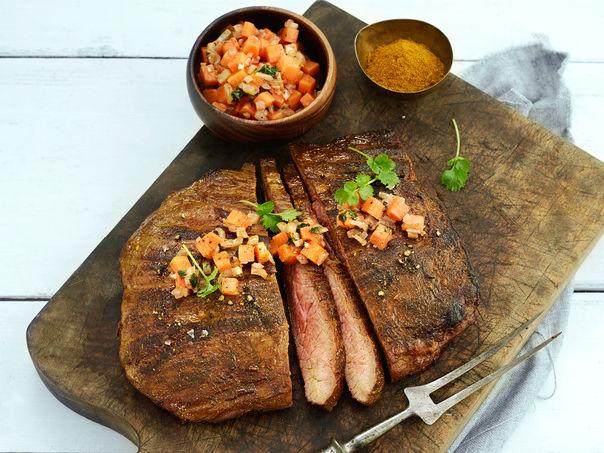 Flank steak med marrokansk gulrotsalat