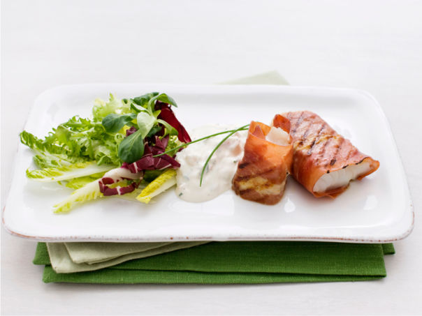 Stekt torsk i serranoskinke og rømmesaus
