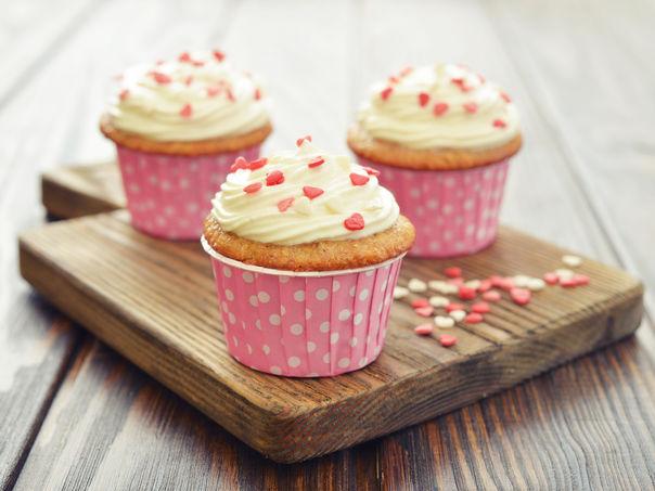 Store muffins med ostekremtopping
