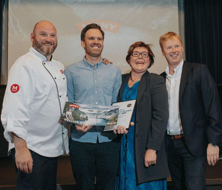 Fra venstre: Espen Lie, Edvart Freberg, Bodil Nordjorde og MENY-sjef Vegard Kjuus