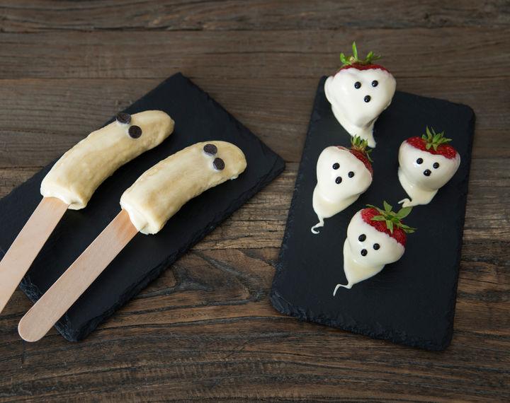 Jordbær- og bananspøkelser er veldig enkle å lage!