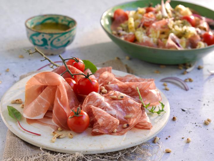 Spekemat kan brukes til alt fra det tradisjonelle spekefatet med rømme, eggerøre eller potetsalat, til i ulike retter som pasta, suppe, på pizza eller på tapasbordet.