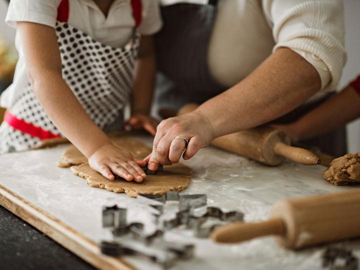 Inviter venner og familie på pepperkakebaking i helgen eller på en helt vanlig tirsdagkveld i førjulstiden.