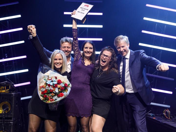 Årets Fighter: Butikksjef Camilla f.v. har vært gjennom en imponerende reise. MENY Lerstad ble også kåret til beste butikk i Møre og Romsdal, Midt-Norge.