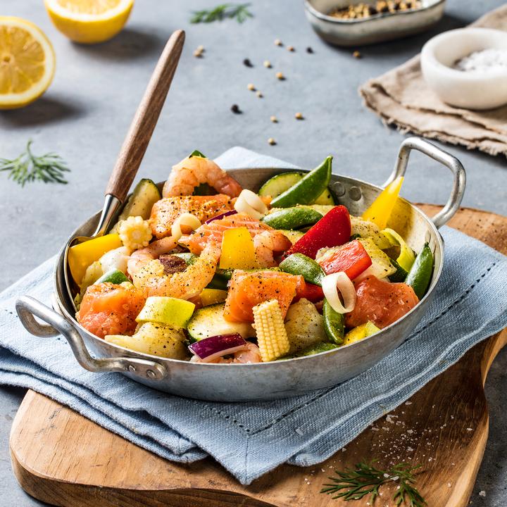 Fiskenwoken av fisk og grønnsaker kan tres på grillspyd, brukes i fiskesuppe, grilles i folie, brukes i en salat og ikke minst mikses med mange ulike, deilige sauser.
