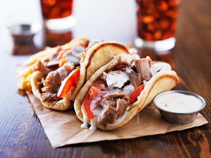 Gyros i pita er altfor godt til å spises kun når du er på ferie i Hellas.