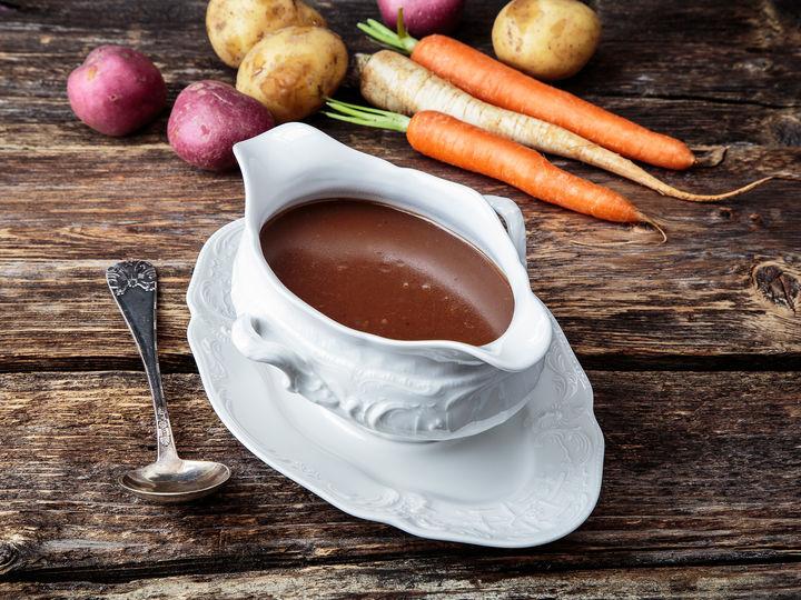 Klassisk brune saus passer utmerket til koteletter, karbonader og steker, i tillegg til kjøttkaker.