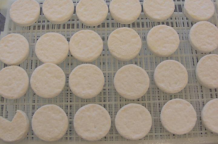 Det produseres oster med mangfoldig smak og karakter, med en myk og behagelig konsistens.