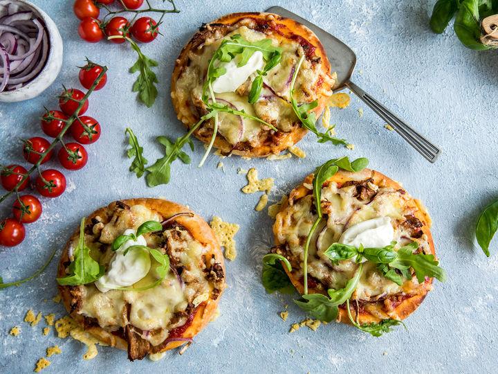 Vegetarisk pitapizza med VegMe Pulled Marinert