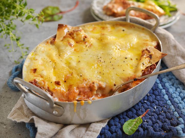 Lasagne er og blir en familiefavoritt! Server gjerne med en grønn salat til.