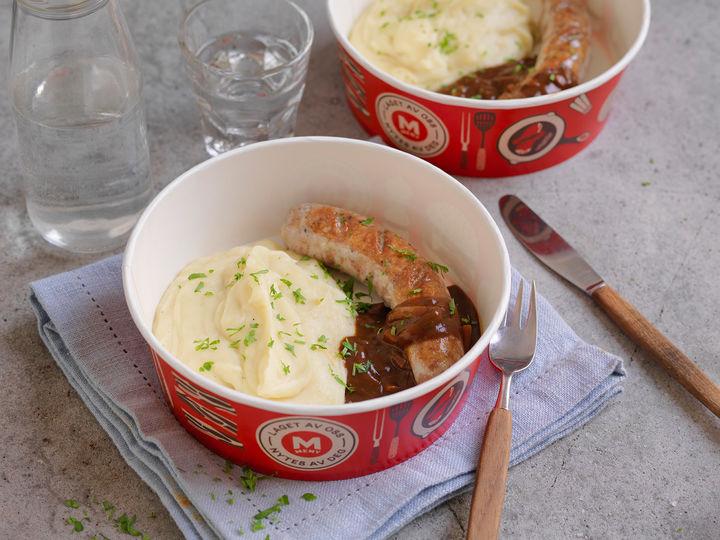 Bangers & mash, eller pølse og potetmos som det heter på godt norsk, er ekte gastropubmat. Alle rettene i Takeaway-disken serveres i praktiske serveringsbokser, som gjør det enkelt å ta med seg og spise maten for farten.