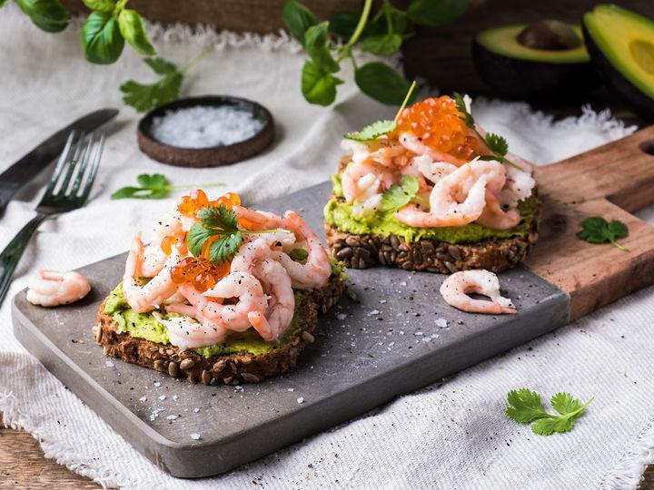 Det er mye godt du kan gjøre med brød. Med Jacobs Utvalgte speltbrød og Jacobs Utvalgte ferdig pillede reker har du et godt utgangspunkt for en deilig rekesandwich med avokado.