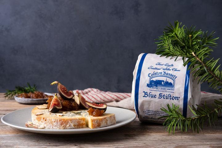 Colston Bassett Baby Blue Stilton er en fyldig og smaksrik blåmuggost