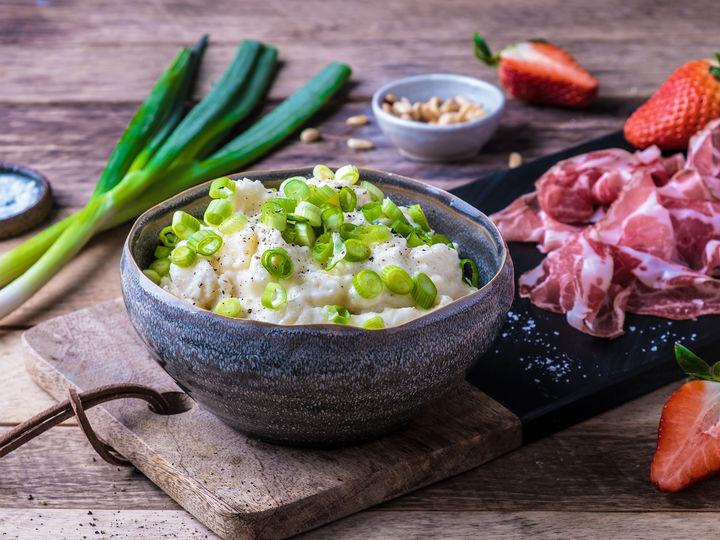 Server gjerne potetsalaten litt lun og ikke kjøleskapskald.