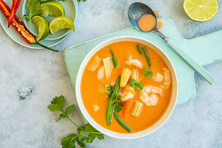 Thai-red-curry-suppe-med-skalldyr_oppskriftsbilder.jpg