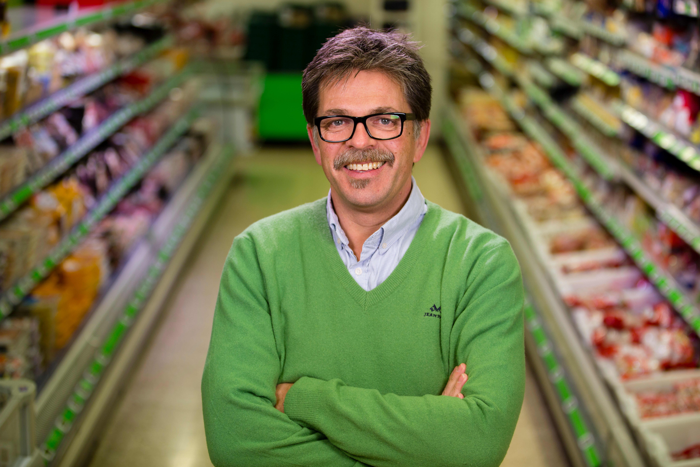 Ferskvaresjef Harald Bregner i KIWI er strålende fornøyd med at pinnekjøtt av Høgfjellslam er best i test hos VG.