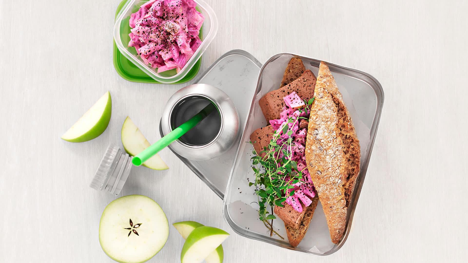 Brødskivene kan godt byttes ut med grove rundstykker i matpakken.
