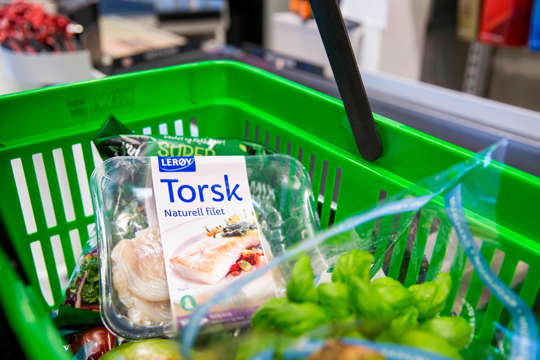 HANDLETUREN: Om man tar sunne valg i butikken, spiser man gjerne sunnere også.
