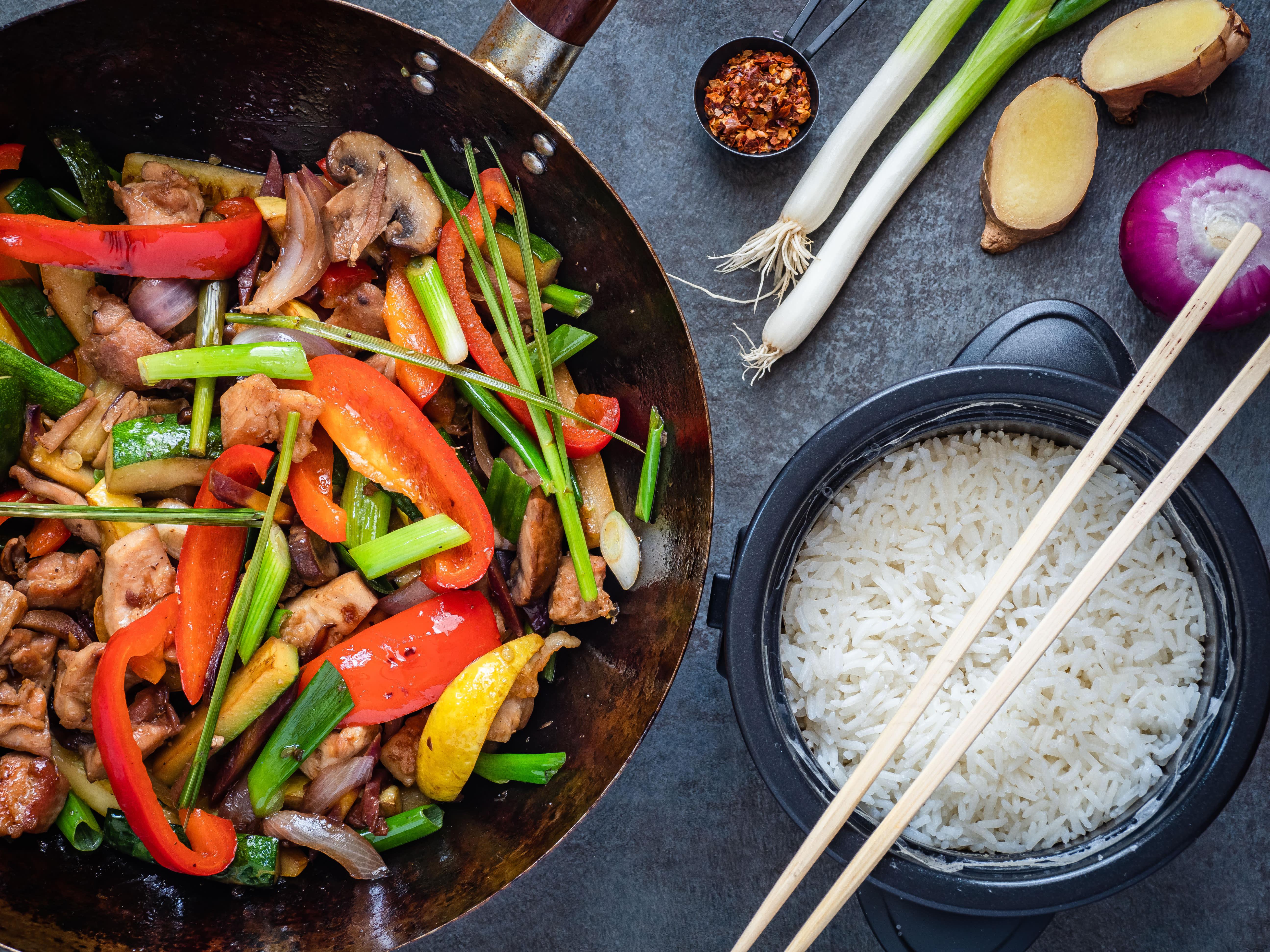 Middagswok med ris og grønnsaker