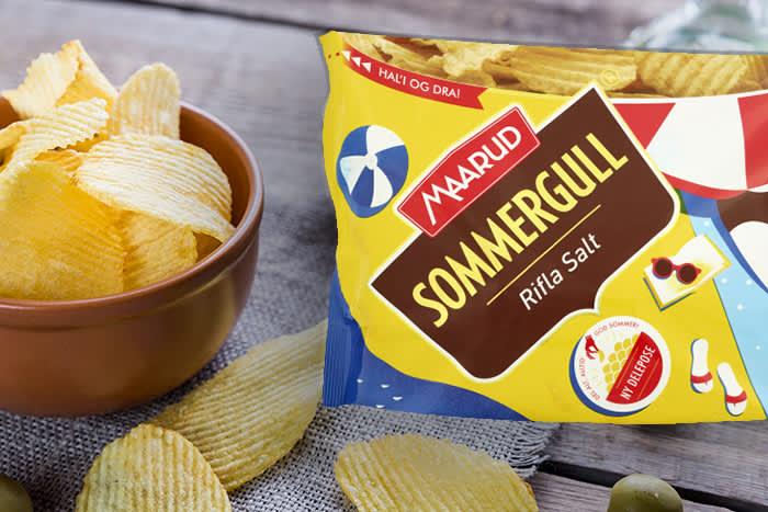 """Salt er fortsatt den mest populære smaken. Her i sommerens nye """"bolle-pose"""": Posen står av seg selv og passer godt for å deles."""