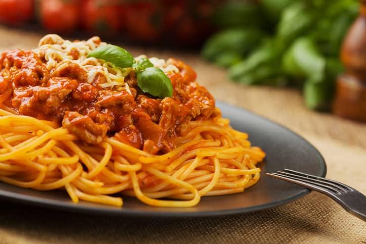 """Spaghetti Bolognese er i utgangspunktet en """"turist-rett"""". Italienerne selv foretrekker vridde pastaformer til denne sausen."""