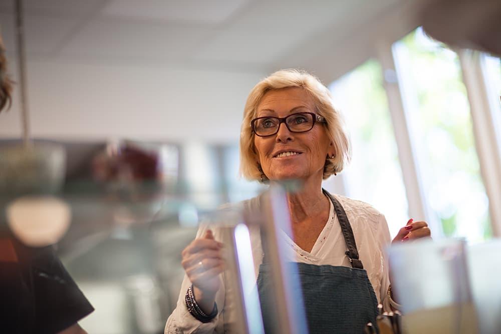 Amy Fjellheim jobber også som frivillig på Kirkens Bymisjons kafé. 📸Torbjørn Brovold