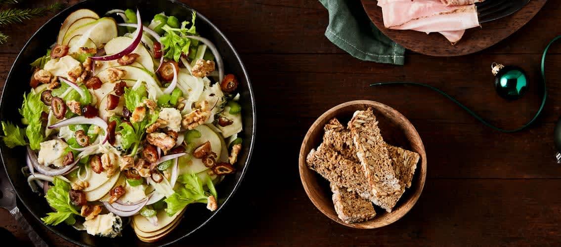Hva med å servere en Pære-, selleri- og fennikelsalat med blåmuggost til forrett?