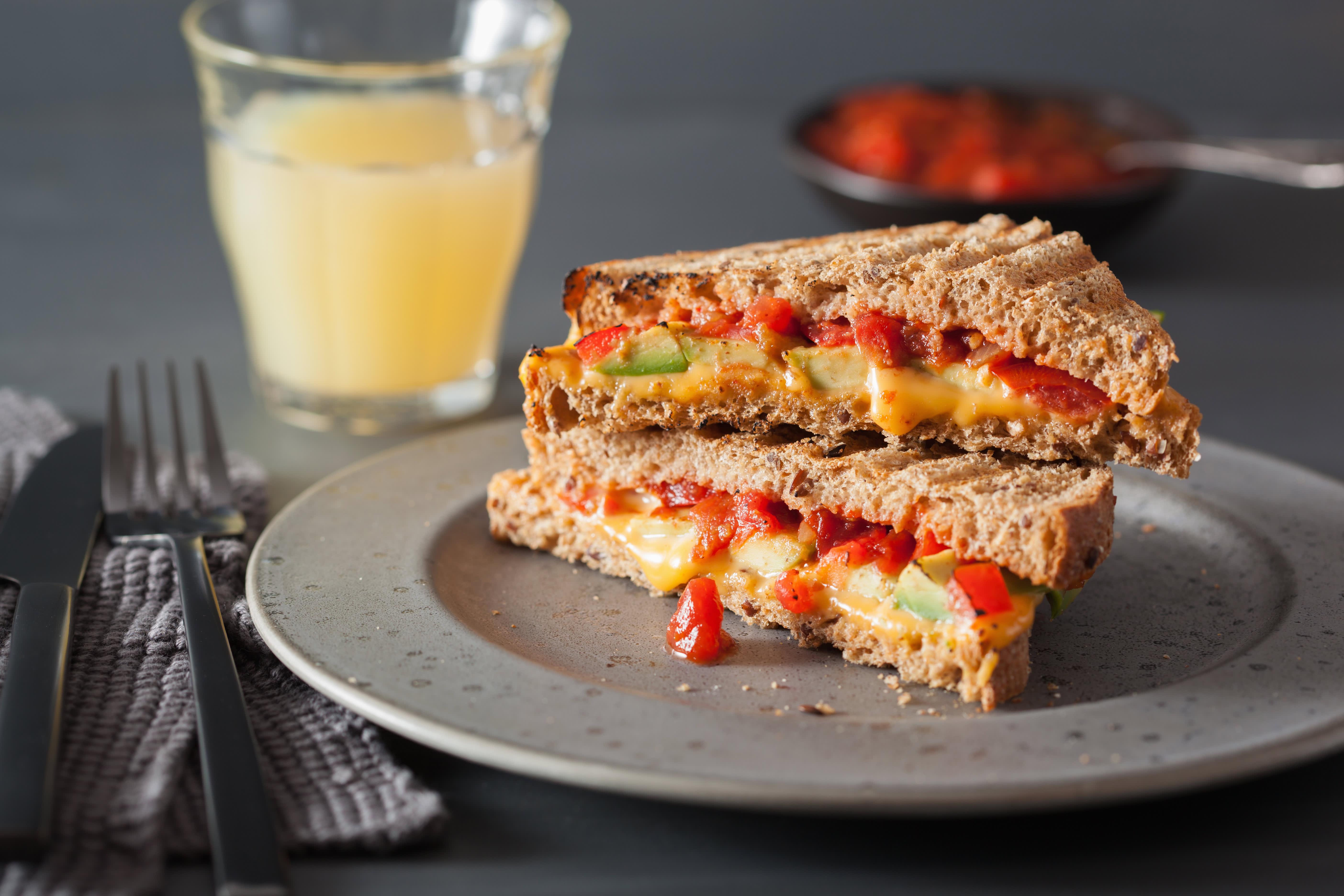 Mild og snill kylling fra Synnøve og salsa er en god kombinasjon på toasten.