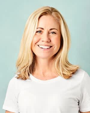Klinisk ernæringsfysiolog, Tine Sundfør, er også en av dem som fort kan spise et pizzastykke for mye. Men hun anbefaler å servere en salat til for å få heve næringsinnholdet.