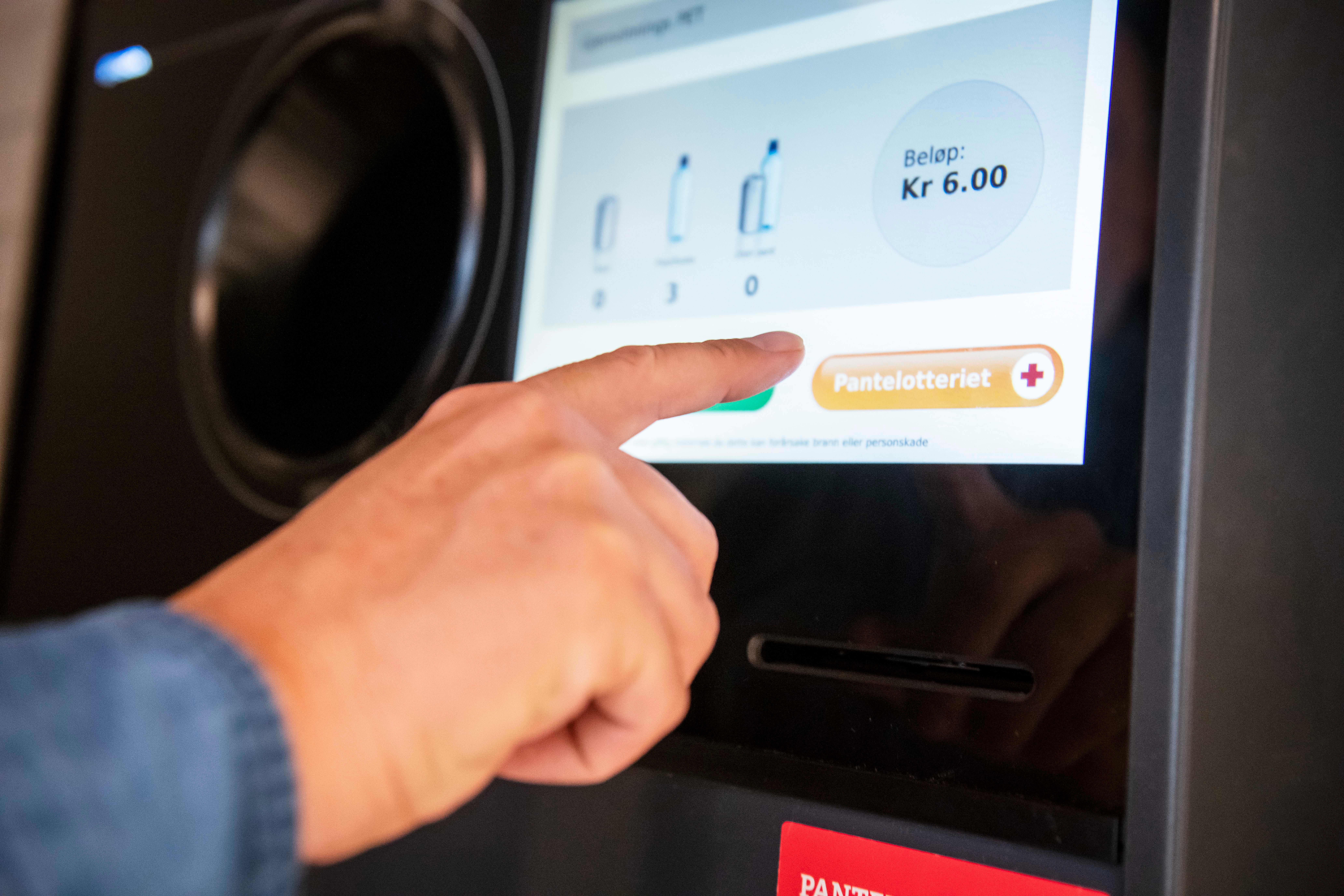 Pantelotteriet er et miljøvennlig lotteri hvor du bruker panten som innsats i lotteriet. Foto: Katrine Lunke/Pantelotteriet