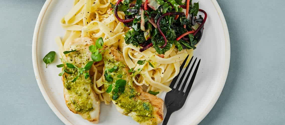 Prøv grønnkål og pesto til torskemiddagen!