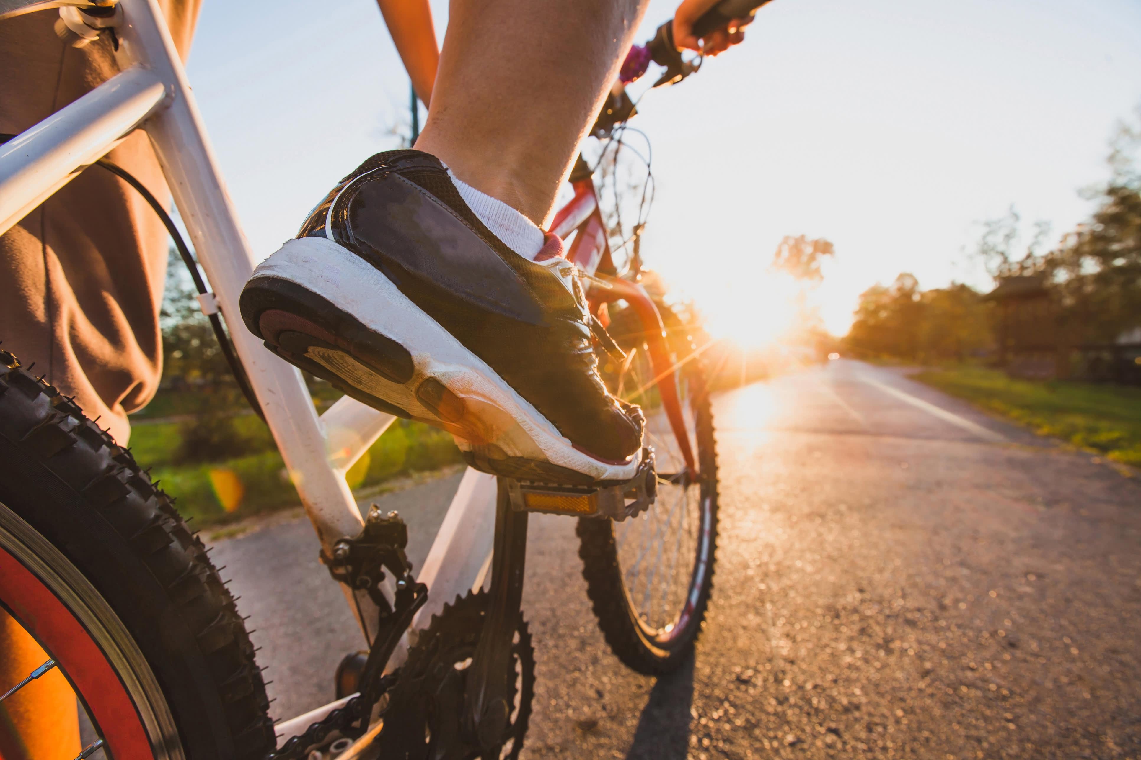 Syklist på landevei
