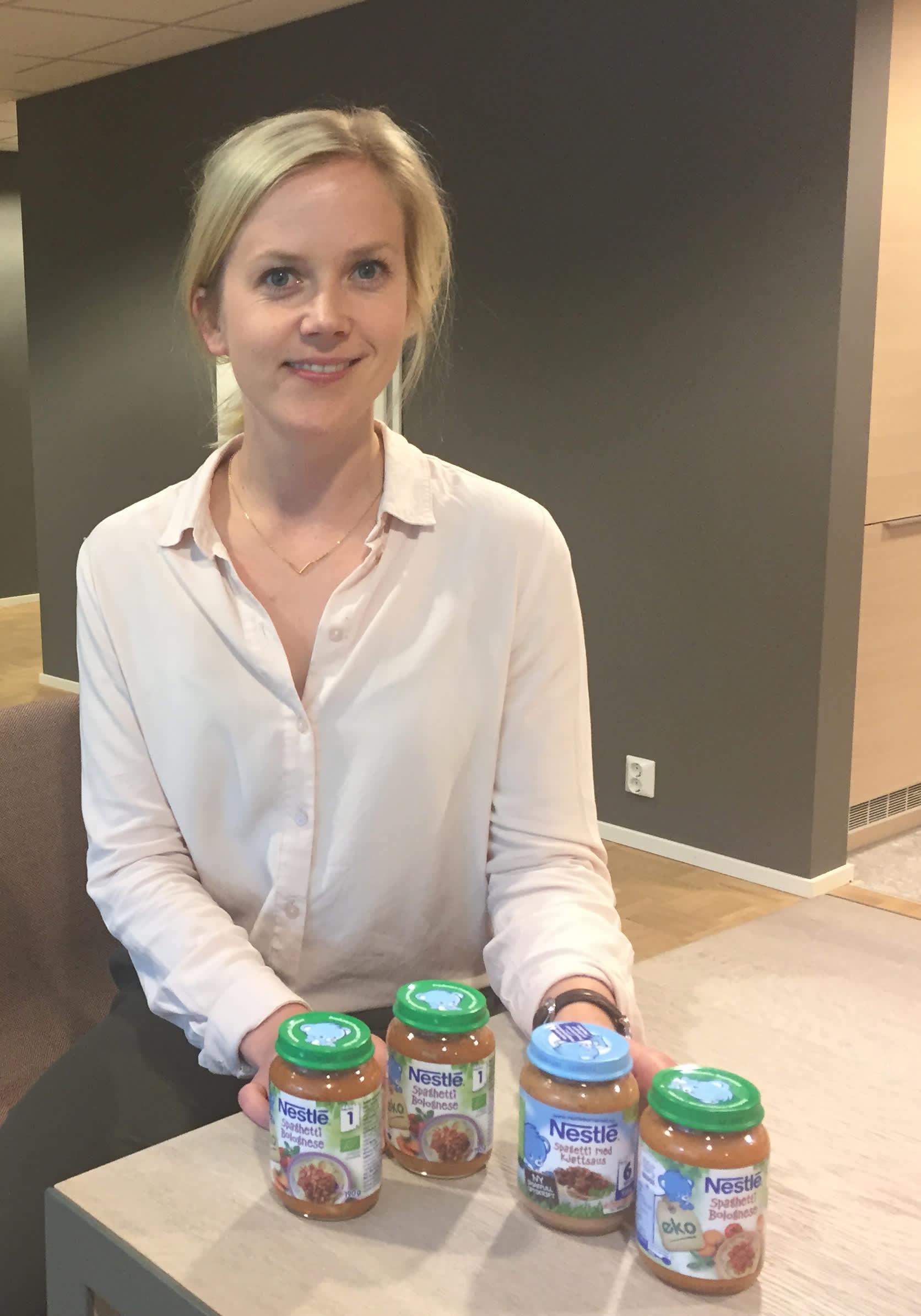 Tonje Halland, ernæringsfysiolog og produktspesialist i Nestlé understreker at middagsglassene fra Nesté har oppfyller strenge krav til råvarer og produksjon.