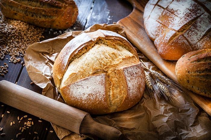 Rømme kan fryses, men endrer da konsistens. Den egner seg likevel godt til f.eks brøddeig.