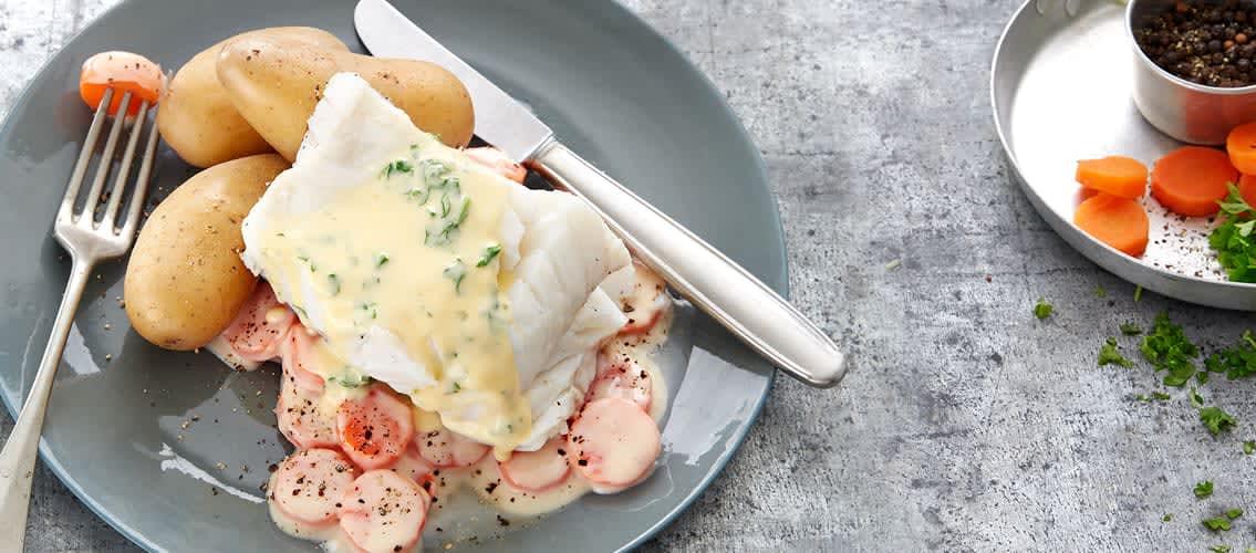 Dampet torsk med Sandefjordsmør og gulrøtter eller erter er en kjent klassiker.